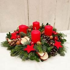adventskranz frisch rot weihnachten dekoration