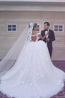 prix de la robe forme musiques robe de mari 233 e dentelle exquis 233 paules nu