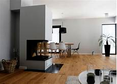 offener küchen wohnbereich haus a offener wohnbereich mit kamin als raumteiler