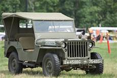 Jeep Des Weltkrieg 2 Mit Fahne Des Roten Kreuzes