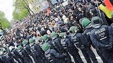 Polizei Berlin Einsätze - 2 bildergalerie walpurgisnacht 2013 b z berlin
