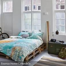 Ideen Für Nachttische - schlafzimmer im industrielook paletten bett coole