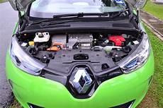zoe location batterie electric vehicle nissan leaf vs renault zoe