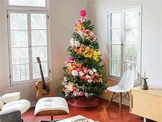 weihnachtsbaum trend 2015 real trees decorated with flowers on instagram