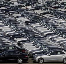 wie viele warnwesten im auto deutschland konjunktur vw mercedes und bmw schaffen