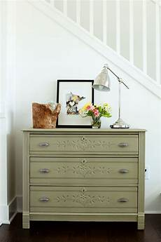 choosing the right paint color for furniture paint