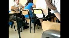 string qui depasse scherzo alla prof di italiano