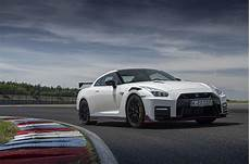 nissan gt r versions new nissan gt r nismo available in uk from 163 174 995 autocar