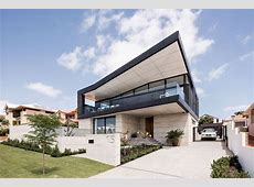 A Black Zinc Angled Roof Makes This Australian House Stand