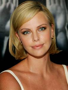 pictures charlize theron hair styles and colors through the years charlize theron chin