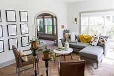 remodelaholic get this fixer upper giraffe house living room