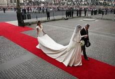 hochzeitskleid kate middleton page on kate middleton s wedding dress stays