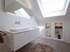 das badezimmer unterm dach individuelle 7 tipps f 252 r das badezimmer unterm dach in 2020