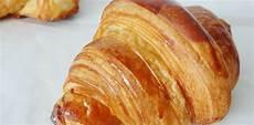 recette croissant au beurre boulanger recette du croissant au beurre aux fourneaux
