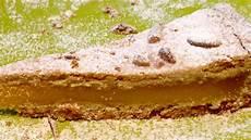 crema 2 tuorli ricette della rezdora torta di crema e mandorle con pinoli e miele