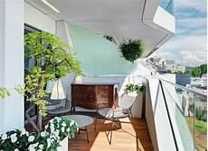Balkongestaltung Modern Frisch Pflanzen