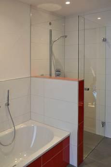 kleines badezimmer dusche und wanne badbereich dusche wanne klocke badezimmer