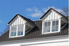 reetdach dacheindeckung mit natuerlichem dachgauben und fenster bedachungen dachdecker