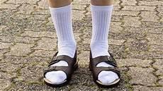 sandalen mit socken die 5 gr 246 223 ten stils 252 nden im sommer