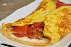 cosa posso cucinare con le uova ricetta calzone di uova ai peperoni le ricette dello