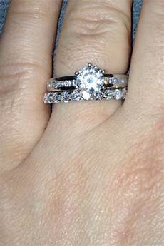 wearing your wedding band right now no supposed to