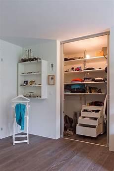 begehbarer kleiderschrank kinderzimmer begehbarer kleiderschrank im jugendzimmer auf zu