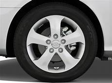 image 2008 hyundai elantra 4 door sedan auto se wheel cap