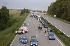 Unfall A 4 - schwerer verkehrsunfall auf a4 mit mehreren toten