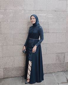 10 Kebaya Model Tunik Modern Ala Mega Iskanti Pas Untuk