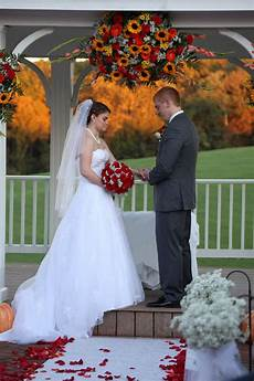 real fall wedding ceremony at morningside inn