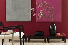 wandfarbe bordeaux rot farbige wand in dunklem rot bild 2 living at home