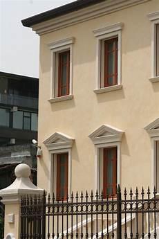 davanzali per finestre angolari bugnati cornicioni per gronda decorazioni