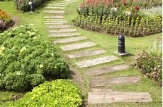 Gartenweg Aus Holz - gartenwege gestalten 22 kreative beispiele teil 17