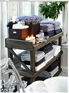 rangement serviette salle de bain rangement des serviettes de bain sur une console 3 233 tag 232 res
