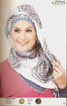 Kebaya Dengan Jilbab Kreasi Putu Merry
