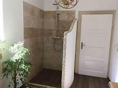 begehbare duschen bilder die besten 25 badezimmer landhausstil ideen auf