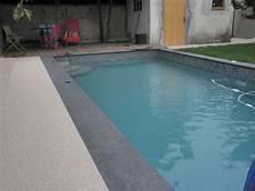 piscine coque grise coloris de l eau emporio bleu l ami de votre piscine