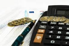 Geld Finanzen Steuern Berechnen Mit Stockfoto