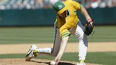 why do some pitchers throw submarine style why don t more