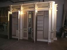 cornici da muro armadio classico a muro su misura con fianchi curvati e