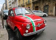 fiat 500 italie fiat 500 w bari włochy zdjęcie stockowe editorial