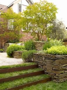 garten am hang gestalten garten hang gestalten hanglage treppen bepflanzung stein