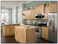 employing light color theme in kitchen cabinets design home and in 2019 maple kitchen