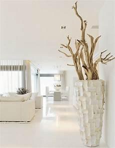 vase en bois design d 233 co bord de mer moderne en bois flott 233 dans un vase de
