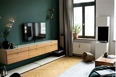elegante wandfarbe von kolorat duneklgr 252 ner akzent im wohnzimmer www kolorat de kolorat