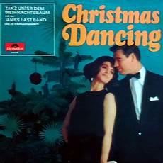 tanz unter dem weihnachtsbaum mit der