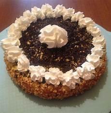 torta con crema pasticcera e panna montata bon bon cuisine torta chantilly con crema pasticcera panna montata e granella di nocciole