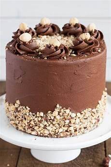 torta con ferrero rocher sbriciolati ferrero rocher cake con immagini dolci torte di compleanno torte