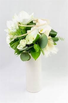 Bouquet Rond Avec Vase D Amaryllis Blanc De Roses