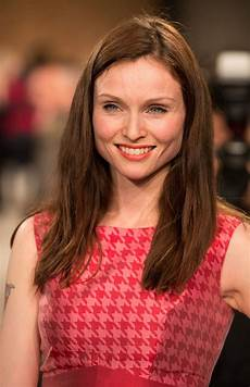 ellis bextor ellis bextor signs up to strictly come